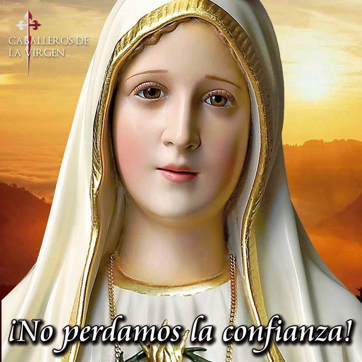 ORACIÓN DE CONFIANZA EN MARÍA   Reina mía soberana digna de mi Dios María! Al verme tan vil y cargado de pecados No debiera atreverme A acudir a ti y llamarte madre.   Merezco lo sé que me deseches Pero te ruego que contemples Lo que ha hecho y padecido tu Hijo por mí; Y después me deseches si puedes. Soy un pecador que más que otros Ha despreciado la divina Majestad; Pero el mal está hecho. A ti acudo que me puedes auxiliar; Ayúdame Madre mía y no digas Que no puedes ampararme Pues bien sé…