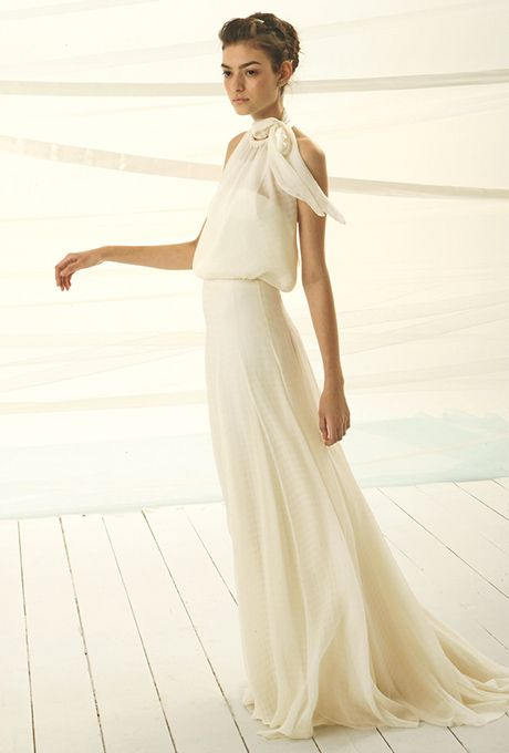 Brides: Le Spose Di Giò. Halter neck, chiffon high waisted dress, on an A-line skirt.