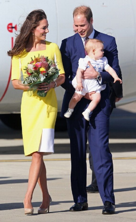 Duchess Kate clutched a bunch of native Australian flowers, meanwhile William held baby George in his arms as they made their way across the tarmac, 16.04.14