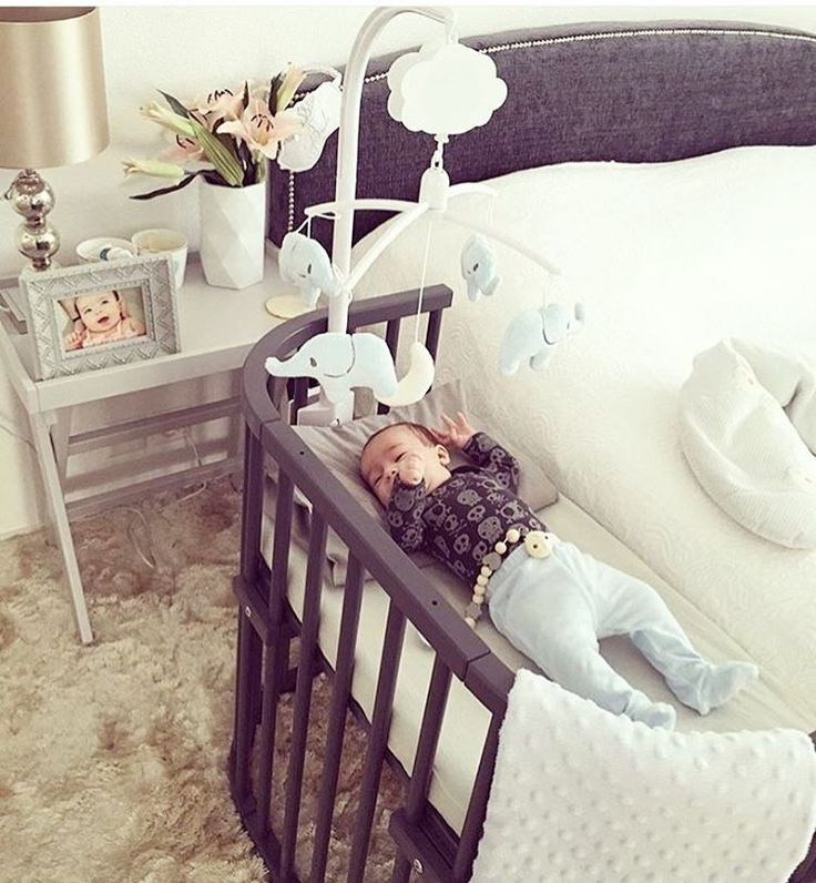 Guess what?!! Coming this Winter 16/17 we are adding a new & trendy color to our babybay® bedside sleeper collection! Ladies and gents here is your first look at the gray babybay! @katiegehrig you give us #roomgoals!!