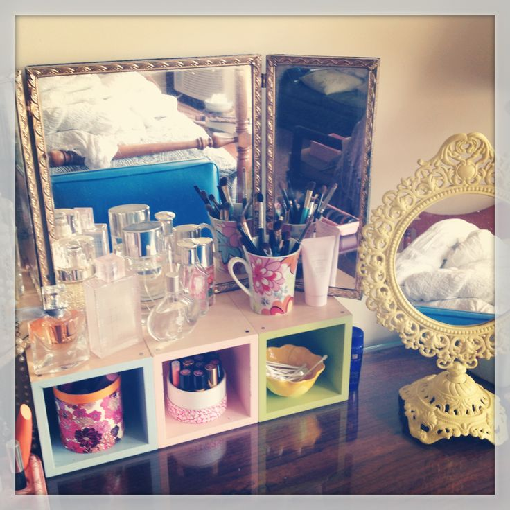Vanity with the little cubes for storage  so cute81 best Makeup Vanities   Organization images on Pinterest   Make  . Diy Vanity For Little Girl. Home Design Ideas