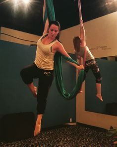 Who doesn't love combos #kairosfitness #aerialist #aerialhammock