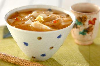 うどんを半量にして、おぼろ豆腐をたっぷりのせて。梅干しが入ったあんかけは疲れをとってくれますよ。