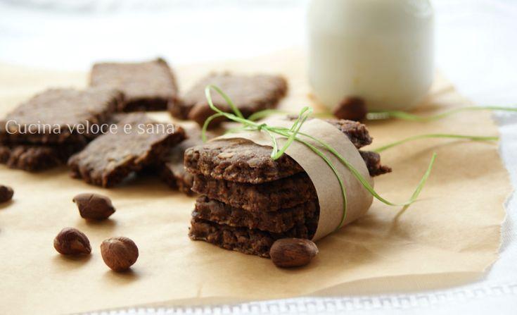 Biscotti ai cereali con nocciole e cioccolato