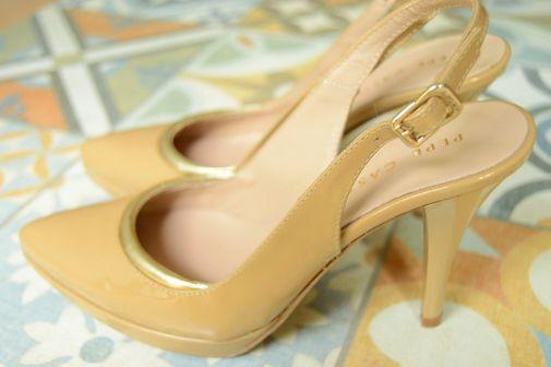 Zapato tacón beige y dorado destalonado - Chicfy