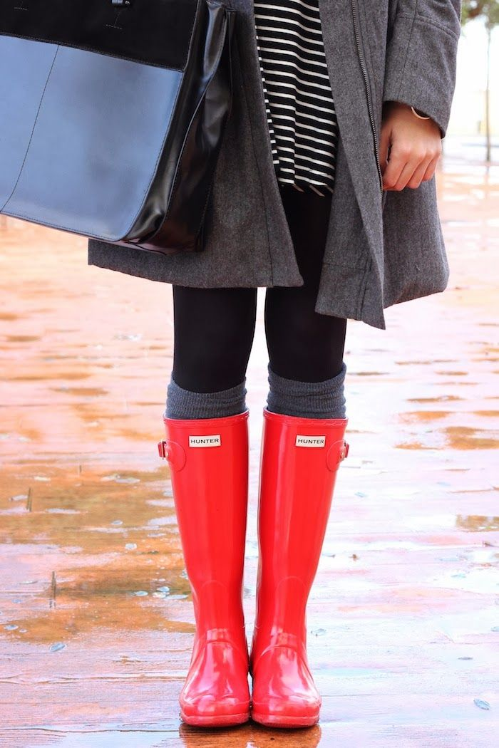 Pop-of-red rain boots = a simple way to bring the colour of the season into your casual fall wardrobe. #GoBold #BoldlyGo #Style  workinglook.com