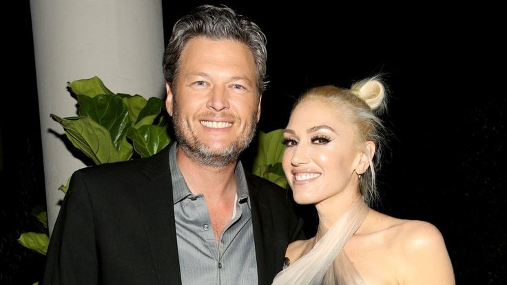 Gwen Stefani And Blake Shelton Lock Lips Under The Mistletoe - Check Out Their Sweet PDA! #BlakeShelton, #GwenStefani celebrityinsider.org #celebritynews #Lifestyle #celebrityinsider #celebrities #celebrity