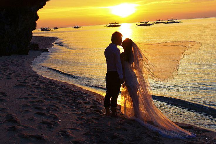 Definitely one of the most #romantic #wedding shots!  #Sanya #China…