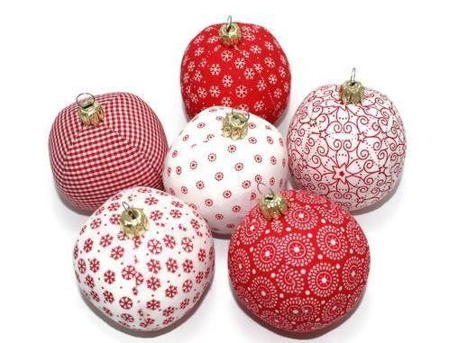 Baumschmuck: Kugeln   Weihnachtskugeln 6 Stück Rot Weiß Stoffkugeln   Ein  Designerstück Von Eisbaerchenmama Bei
