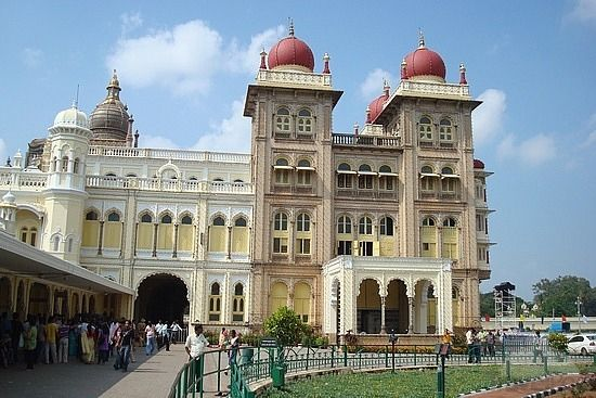 Enjoy bangalore mysore ooty tour package with Swosti Travels.