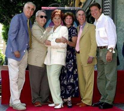 FILE - In this July 12, 2001 file photo, Garry Marshall, from left, Tom Bosley, Marion Ross, Erin Mo... - E.J. Flynn, AP