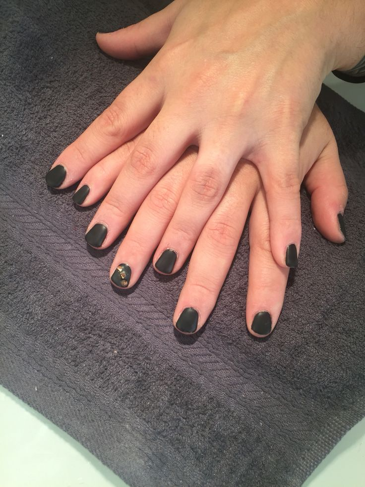 ongles en gel noir mat nail art espace tala onglerie pinterest nail art art et ongles. Black Bedroom Furniture Sets. Home Design Ideas