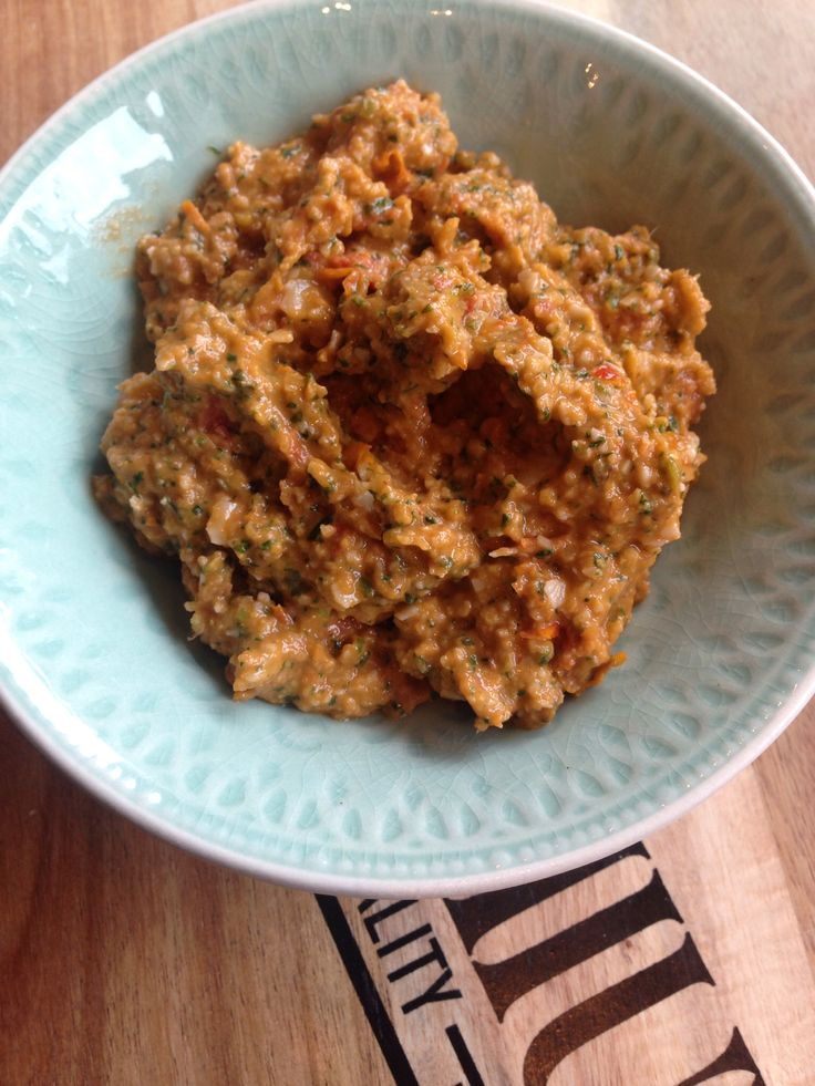 Homemade pesto van half zongedroogde gemarineerde tomaatjes yamyam