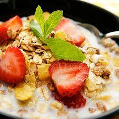 Abnehmen ohne zu hungern durch sättigende Rezepte mit Haferkleie und Weizenkleie: Probieren Sie Vollkornmüsli mit Kleie und Buttermilch ...