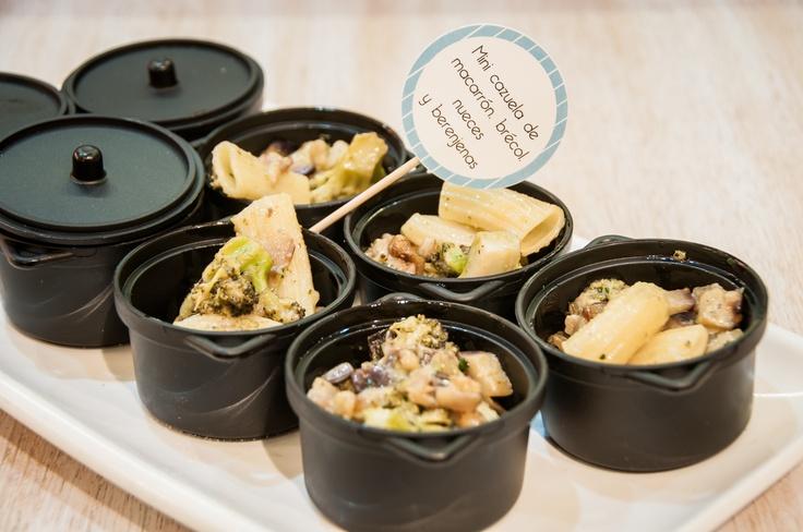 Mini cazuela de macarrón, brécol, nueces y berenjenas (spoom catering)