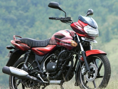 31 March, 2011: Bajaj Auto has given re-birth to its once popular Bajaj Discover 125cc with a price tag of Rs. 45,500 (ex-showroom, Delhi). It is available in two trims: drum brake and disc brake. The company will launch this bike in phased manner across the country. Now the total number of Discover bikes has become 3 including Discover 100cc, Discover 150cc.