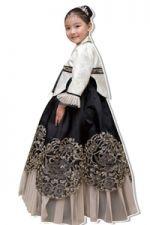 P'tite fille dans un hanbok >-