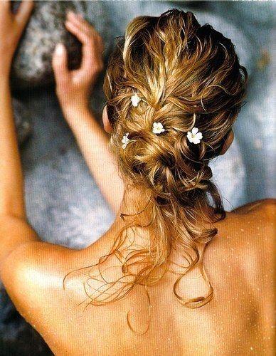 idee coiffure idee coiffure Depuis 1940 sont chignons et peek-a-boo frange. Les femmes dans le monde ont leurs propres versions du chignon, un autre grand style de cheveux 1940. Si vos cheveux sont mi-longs ou plus, le chignon est facile. C'est une excellente option pour mauvais jour de cheveux, et tout ce ...