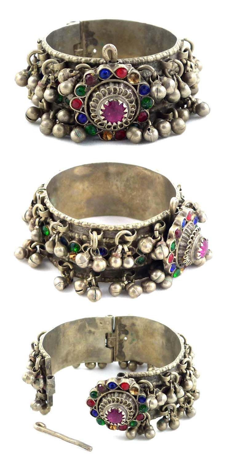 Kutchi bedouin bracelet; mixed silver and coloured glass | 70€