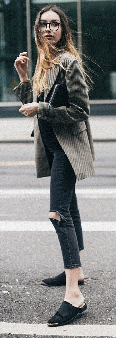 Chic casual evening outfit   black ripped jeans + flat mules + classic tailored blazer