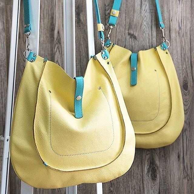 """Большие сумки """"Кенго"""" уже на www.grishinastudio.com (активная ссылка в профиле)  Размеры: высота 40 см, ширина 40 см, ручка регулируется от 50 до 90 см.  9500 руб./50000 тг  Сумки-хобо из мягкой кожи светло-желтого цвета, декор - бирюза. Внутри без подкладки, один карман на плавной молнии и два больших открытых кармана. Плюс - карабин для ключей на кожаном ремешке.  В комплекте льняной чехол для хранения.  #grishinastudio #leatherbag #leatherbags  #handmadeastana #handmadebags #bags…"""