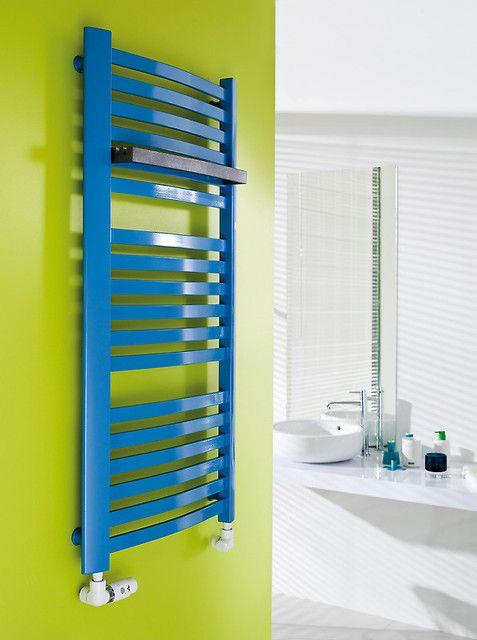 Drabinkowy, niebieski - idealny do Twojej łazienki. Kto powiedział, że kaloryfer musi być biały? Nie tylko ładnie wygląda, ale jest też funkcjonalny.