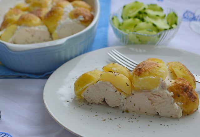 Pe masa din bucatarie: Piept de pui in sos de iaurt cu cartofi noi