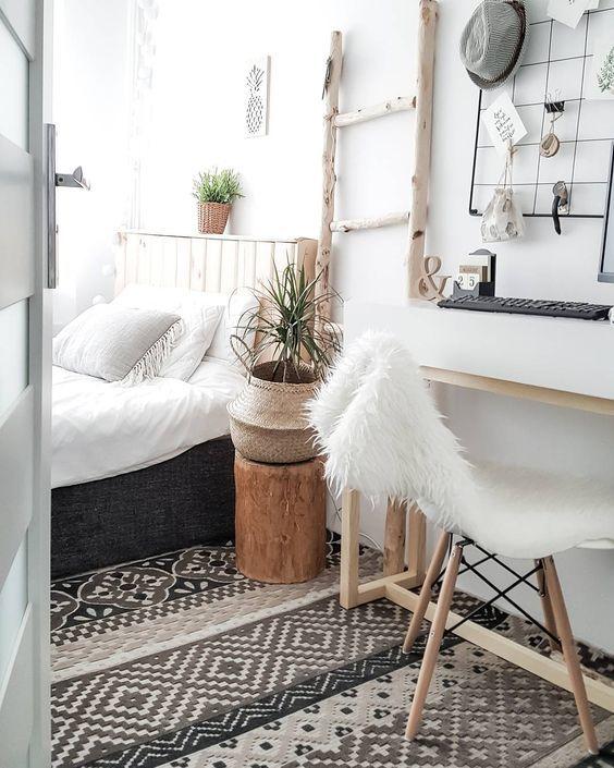 Schöner Teppich schwarz-weiß