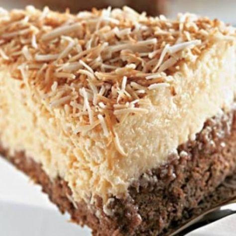 Receita de Bolo-Mousse de Coco - 4 unidades de ovo, 2 xícaras (chá) de açúcar, 2 xícaras (chá) de leite, 2 1/2 xícaras (chá) de farinha de trigo, 2 colheres...