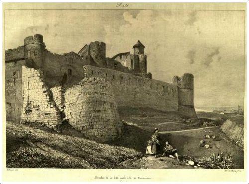Murailles de la Cité de Carcassonne en 1835, avant leurs restaurations par Eugène Viollet-Le-Duc (1814-1879). Dessin de Jules-Louis-Frédéric Villeneuve (1796-1842).