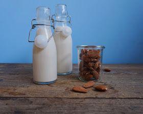 Her kommer en lille guide til hvordan du nemt kan lave hjemmelavet mandelmælk, som smager dejligt i kaffe, i chiagrød, på havregrød, på d...