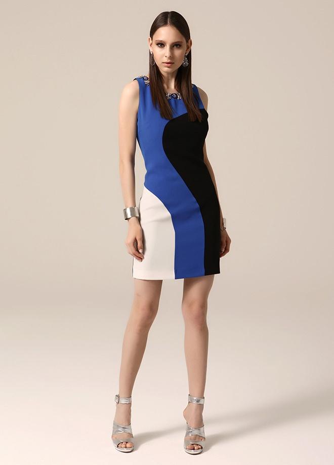 Jus de pommes Yakası çakıl taşlı elbise Markafonide 399,99 TL yerine 199,99 TL! Satın almak için: http://www.markafoni.com/product/3759239/