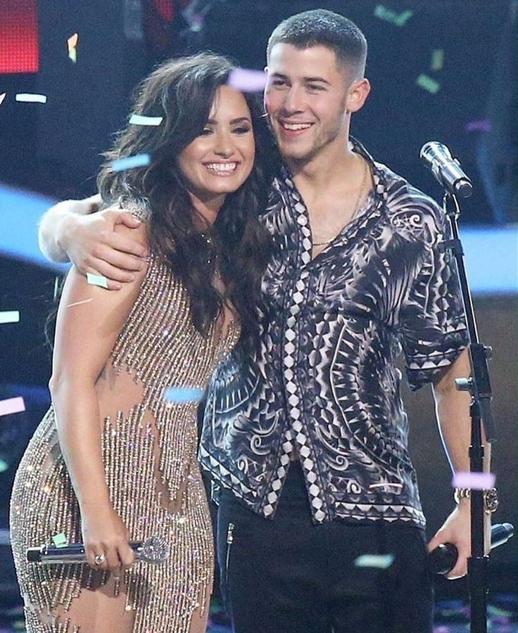 are nick jonas and demi lovato dating