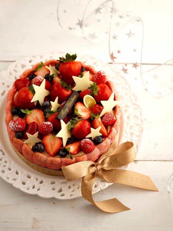 Charlotte Christmas Cake (Tahitian vanilla bavarois, strawberry coulis, vanilla sponge cake with kirsch and berries) | Antoinette