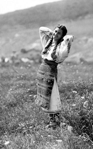 Women in Bistrița. 1920.    Taken by Adolph Chevalier.
