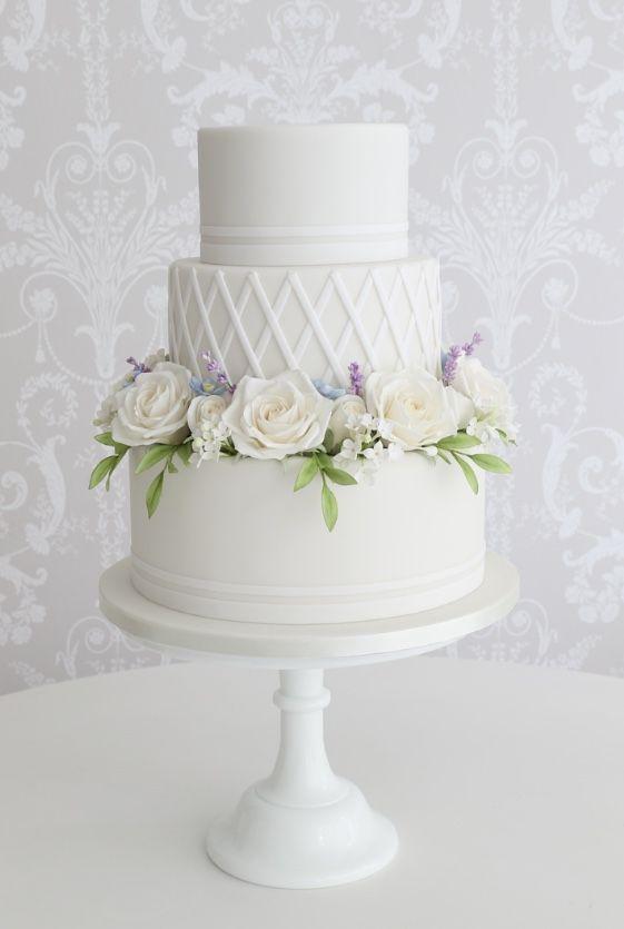 Empfohlener Kuchen: Zoë Clark Cakes; www.zoeclarkcakes.com; Hochzeitstorte Idee.   – Wedding Cakes