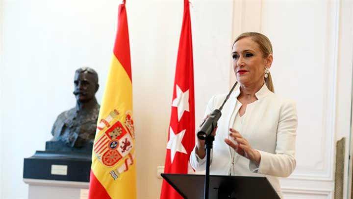 La actual presidenta de la Comunidad de Madrid, Cristina Cifuentes, ha anunciado hoy ante los medios que renuncia a la presidencia de la Comunidad de Madrid.