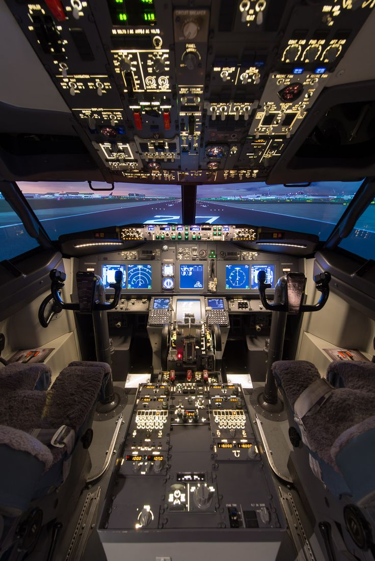 The stunning Boeing 737-800 flight simulator based at Cambridge Airport
