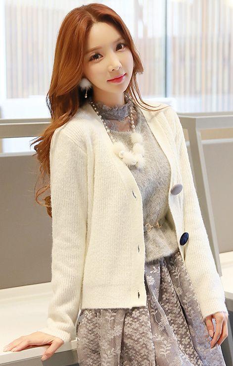 StyleOnme_Color Big Button V-Neck Cardigan #ivory #cardigan #koreanfashion #feminine #cute #lovely #falltrend #kstyle