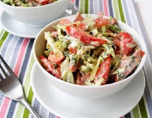 салат с колбасой и овощами