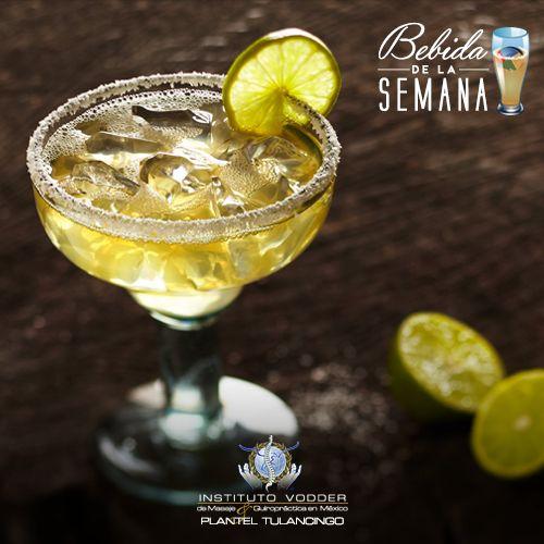 Para hacer una margarita baja en calorías licúa tequila, dos cucharadas de jugo de limón, cuatro cucharadas de agua, media cucharada de extracto de naranja, sustituto de azúcar y hielo
