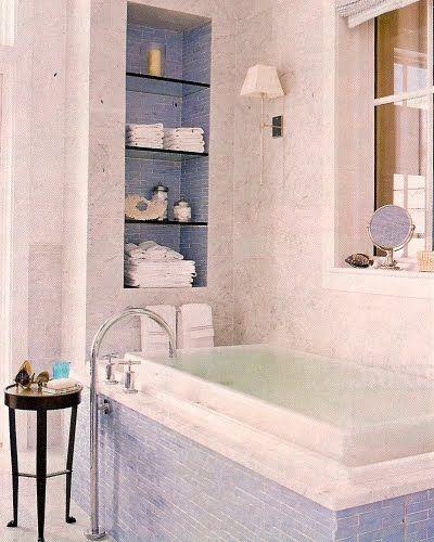 bain bleu carreaux de baignoire entourent