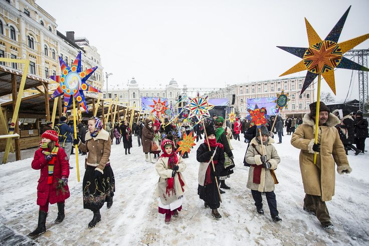 #world #news  Ukrainians brave -18C temperatures to celebrate Christmas outdoors  #freeSuschenko #FreeUkraine