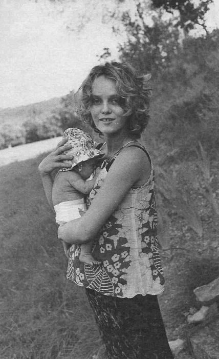 Vanessa paradis with hers and Johhny Depps Daughter - Lilly Rose