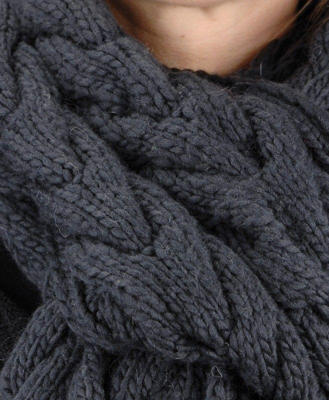 Echarpe 150 Grey Tricoté à la main. Matiére : 100% laine mérinosOrigine : Népal (issue du commerce équitable) (...)
