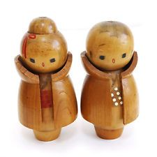 They're wearing coats! Vintage Japanese Wooden Kokeshi Doll Husband and wife's set, 11.5 / 11cm Height