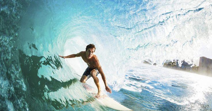 Como aprender a surfar em prancha de shortboard. Apesar de a prancha de longboard ser muito divertida e mais fácil de aprender a usar, uma shortboard irá lhe abrir um novo mundo do surfe: velocidade, curvas fechadas, truques aéreos e outros truques. Depois de obter alguma experiência com a prancha de longboarding -- uma bela e emocionante arte por si só, faça uma tentativa com a prancha de ...
