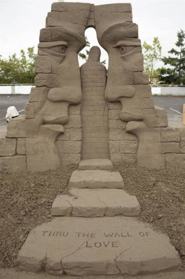 Awesome sand sculpture ♥