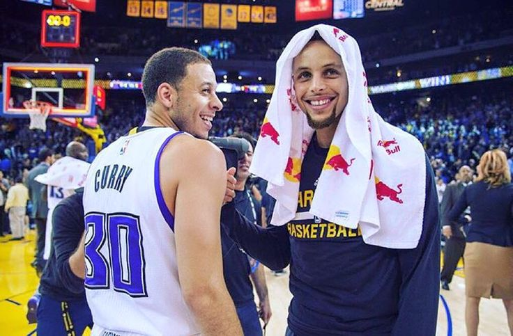 The Curry brothers. Seth, who plays for the Kings and big brother Stephen, who plays with the Warriors.