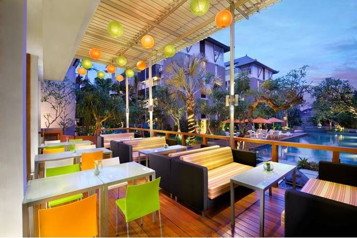 Stylish and Cozy Restaurant @HARRIScafe with pool view